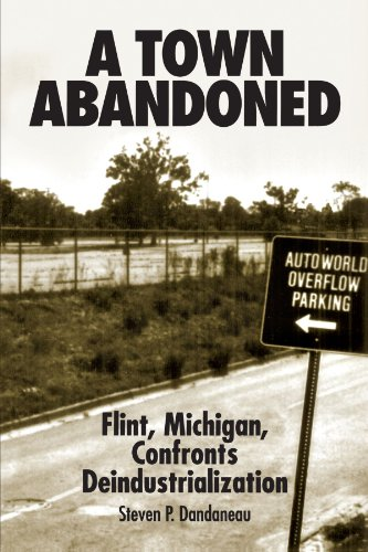 9780791428788: A Town Abandoned: Flint, Michigan, Confronts Deindustrialization (Suny Series in Popular Culture and Political Change)