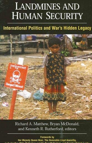 9780791463109: Landmines and Human Security: International Politics and War's Hidden Legacy (SUNY series in Global Politics)