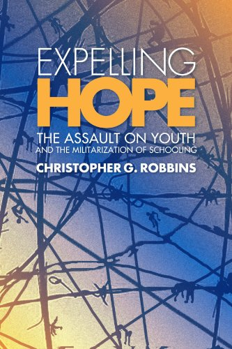 9780791475065: Expelling Hope: The Assault on Youth and the Militarization of Schooling (SUNY series, INTERRUPTIONS: Border Testimony(ies) and Critical Discourse/s)