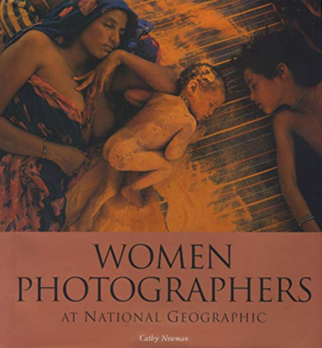 9780792276890: Women Photographers at National Geographic