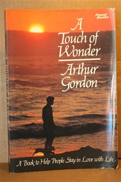 9780800751722: A Touch of Wonder: A Book to Help People Stay in Love With Life