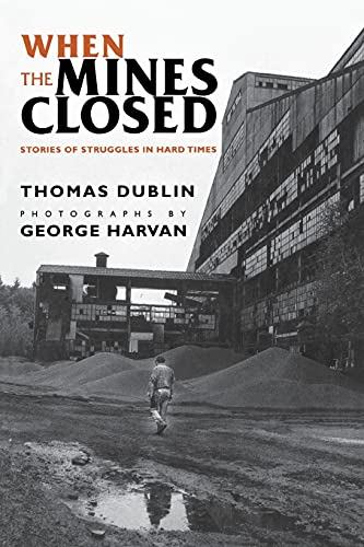 9780801484674: When the Mines Closed: Stories of Struggles in Hard Times
