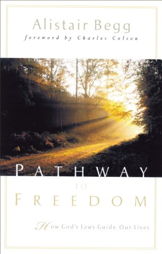 9780802417060: Pathway to Freedom: How God's Law Guides Our Lives