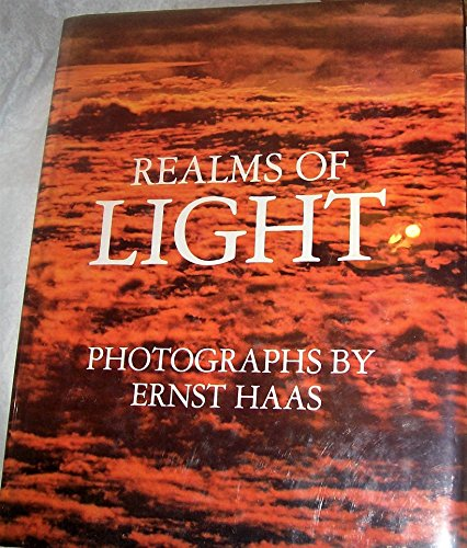 9780802706195: Realms of Light: Selections of Poetry Through the Ages