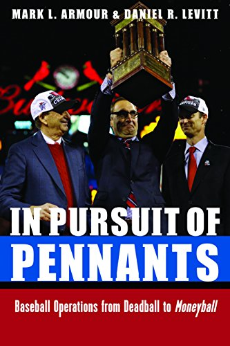 9780803234970: In Pursuit of Pennants: Baseball Operations from Deadball to Moneyball