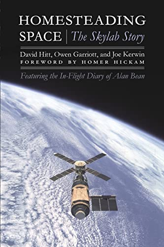 9780803236394: Homesteading Space: The Skylab Story (Outward Odyssey: A People's History of Spaceflight)