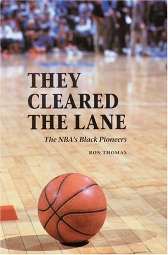 9780803244375: They Cleared the Lane: The NBA's Black Pioneers