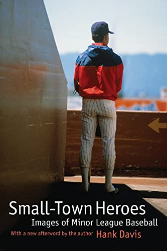 9780803266391: Small-Town Heroes: Images of Minor League Baseball