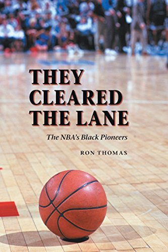 9780803294547: They Cleared the Lane: The NBA's Black Pioneers