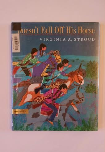 9780803716353: Doesn't Fall off His Horse: A Cherokee Tale
