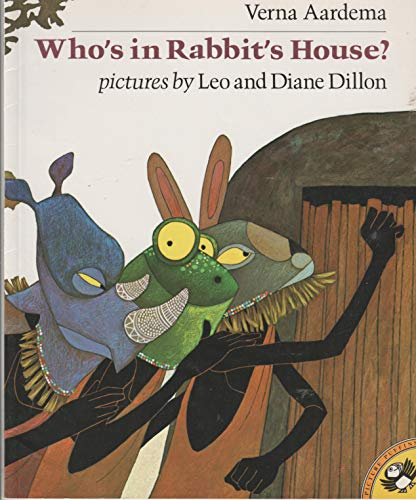 9780803795495: Aardema & Dillon : Who'S in Rabbit'S House? (Pbk)