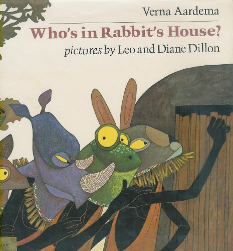 9780803795518: Aardema & Dillon : Who'S in Rabbit'S House? (Libr. Edn)