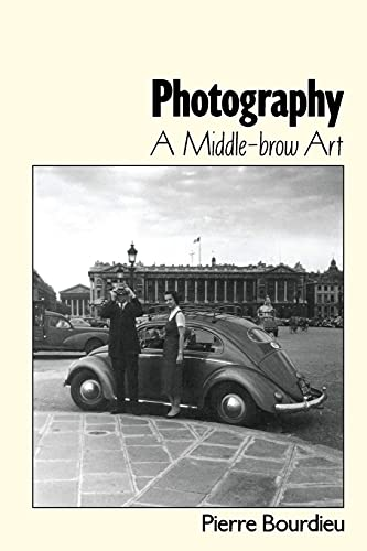 9780804726894: Photography: A Middle-Brow Art