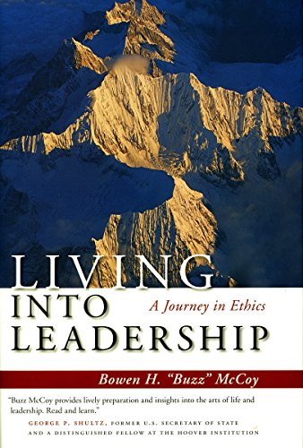 9780804755764: Living Into Leadership: A Journey in Ethics (Stanford Business Books)