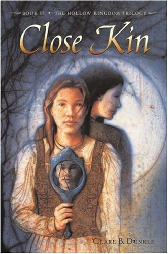 9780805074970: Close Kin (Hollow Kingdom Trilogy)