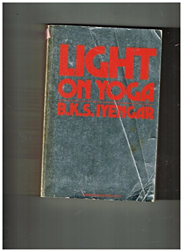 9780805203530: (Light on Yoga: Yoga Dipika (Revised)) By Iyengar, B. K. S. (Author) Paperback on (01 , 1976)