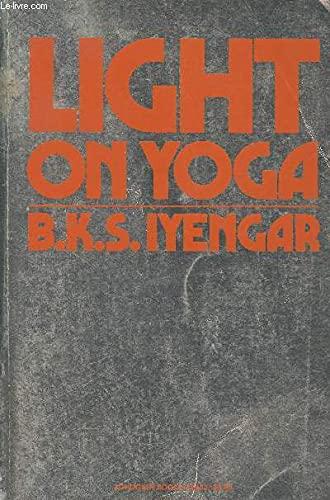 9780805203530: Light On Yoga
