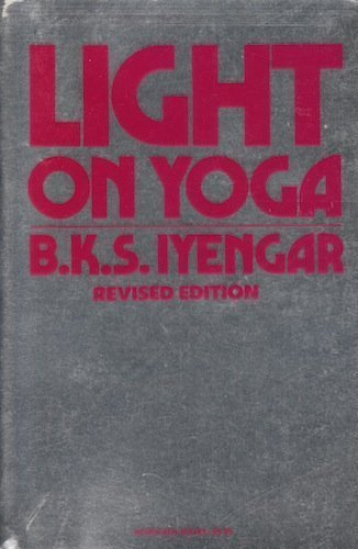 9780805206104: Light on Yoga