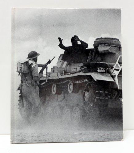 9780809424757: War in the Desert (World War II)