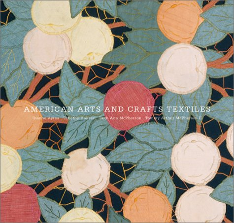 9780810904347: American Arts and Crafts Textiles