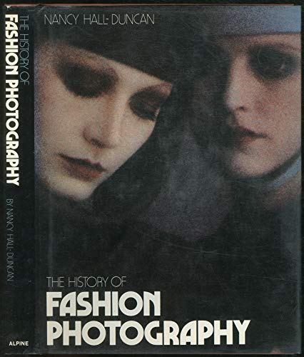9780810909007: The history of fashion photography