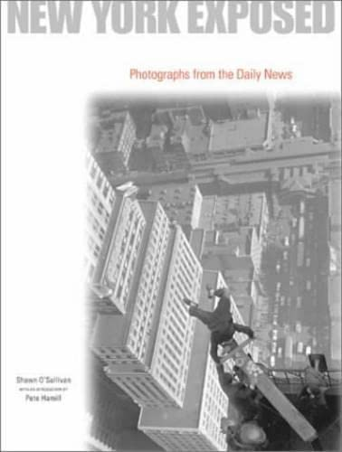 9780810943056: New York Exposed: Photographs from the Daily News