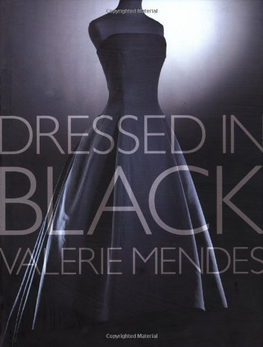 Dressed in Black / [Text By] Valerie Mendes ; Photography by Richard Davis: Mendes, Valerie D....