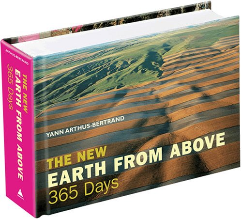 9780810992917: The New Earth From Above: 365 Days