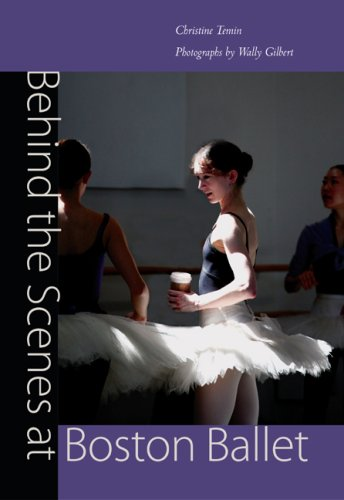 9780813033532: Behind the Scenes at Boston Ballet
