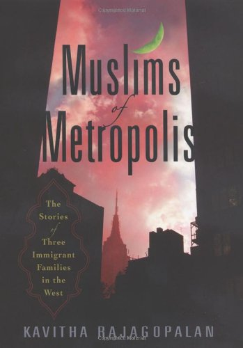 9780813543444: Muslims of Metropolis: The Stories of Three Immigrant Families in the West