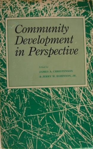 9780813814735: Community Development in Perspective