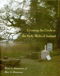 9780813915487: Crossing the Circle at the Holy Wells of Ireland