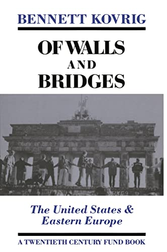 9780814746134: Of Walls and Bridges: The United States & Eastern Europe (Twentieth Century Fund Book)