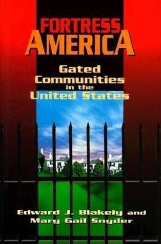9780815710028: Fortress America: Gated Communities in the United States