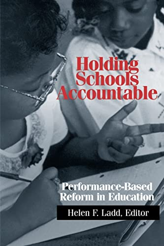 9780815751038: Holding Schools Accountable: Performance-Based Reform in Education