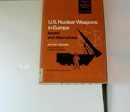 9780815773658: United States Nuclear Weapons in Europe: Issues and Alternatives (Europe/America)