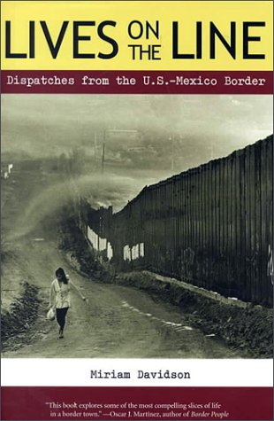9780816519972: Lives on the Line: Dispatches from the U.S.-Mexico Border
