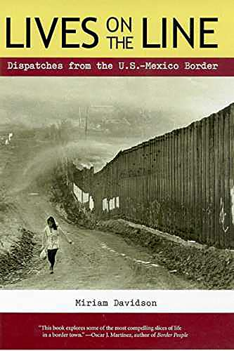 9780816519989: Lives on the Line: Dispatches from the U.S.-Mexico Border