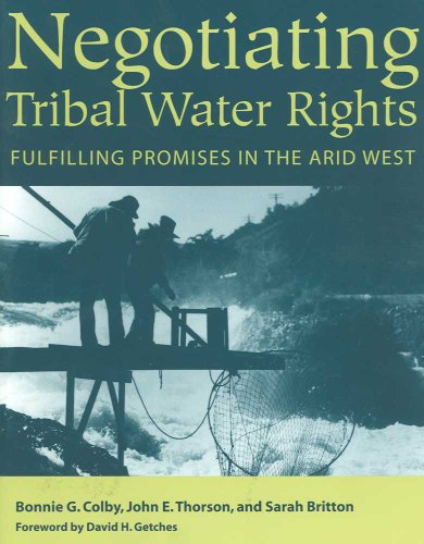 9780816524556: Negotiating Tribal Water Rights: Fulfilling Promises in the Arid West