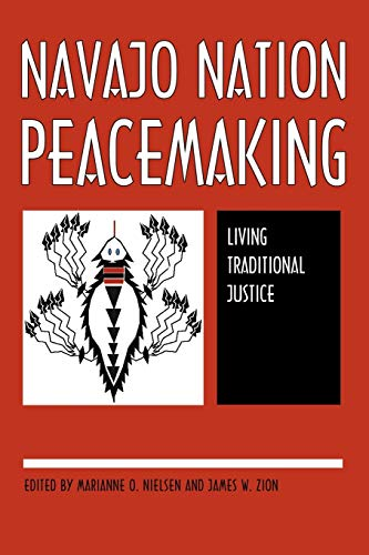 9780816524716: Navajo Nation Peacemaking: Living Traditional Justice