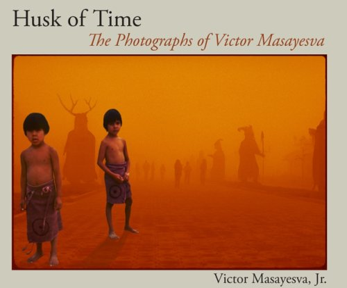 9780816524976: Husk of Time: The Photographs of Victor Masayesva (Sun Tracks)