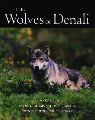 9780816629589: The Wolves of Denali