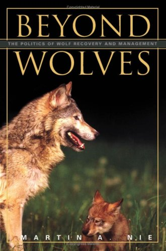9780816639779: Beyond Wolves: The Politics of Wolf Recovery and Management