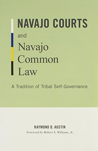 9780816665365: Navajo Courts and Navajo Common Law: A Tradition of Tribal Self-Governance (Indigenous Americas)