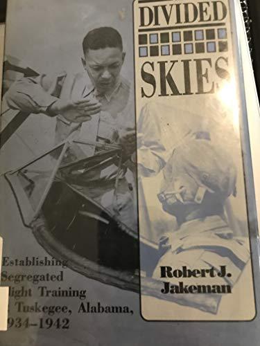 9780817305277: The Divided Skies: Establishing Segregated Flight Training at Tuskegee, Alabama, 1934-1942