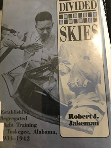 9780817305277: The Divided Skies: Establishing Segregated Flight Training at Tuskegee, Alabama, 1934-1942