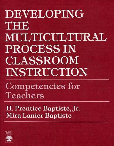 9780819108555: Developing the Multicultural Process in Classroom Instruction