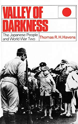 9780819154958: Valley of Darkness: The Japanese People and World War Two