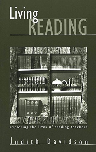 9780820445601: Living Reading: Exploring the Lives of Reading Teachers