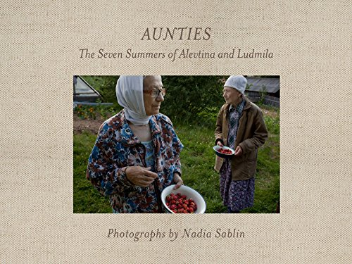 9780822360476: Aunties: The Seven Summers of Alevtina and Ludmila (Center for Documentary Studies/Honickman First Book Prize in Photography)
